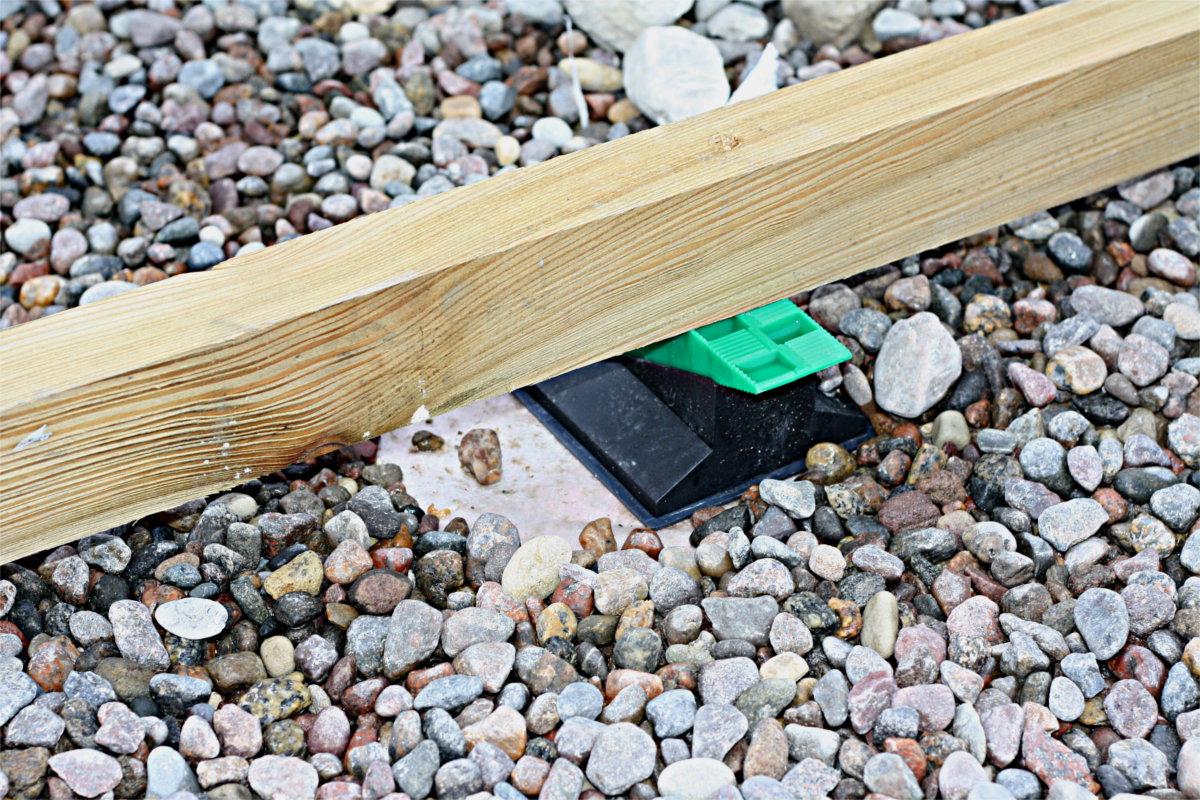 wspornik regulowany pod legarem na dachu odwróconym Kamienice Nadmorskie Brześno