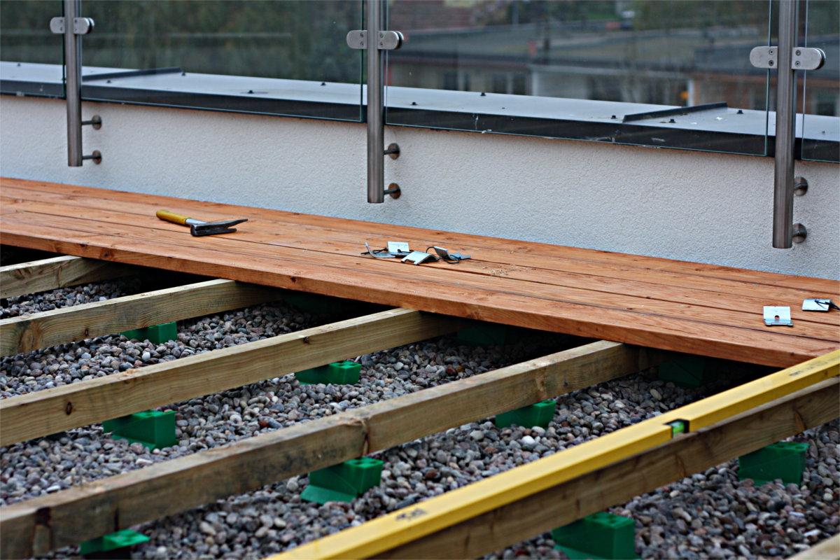 podpory pod legary wsporniki regulowane na dachu w technologi dach odwrócony